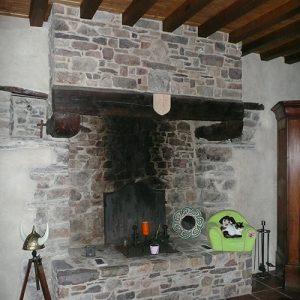 cheminee-pierre-de-schiste-pourpre-2p