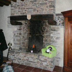 cheminee-pierre-de-schiste-pourpre-p