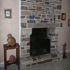 creation-dune-cheminee-en-pierres-de-recuperations-schiste-et-granit-2-p
