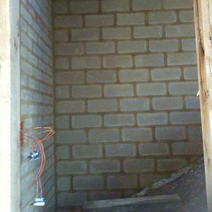 mur-interieur-en-brique-de-terre-crue-3p